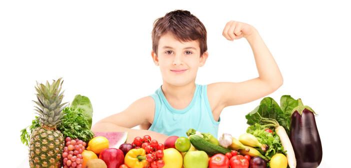 Kinder und Gemüse ist eine starke Kombination. © Ljupco Smokovsk / shutterstock.com
