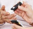 Diabetes bei älteren Menschen durch Blutzuckermessung häufig neu bewerten. © Robert Kneschke / shutterstock.com