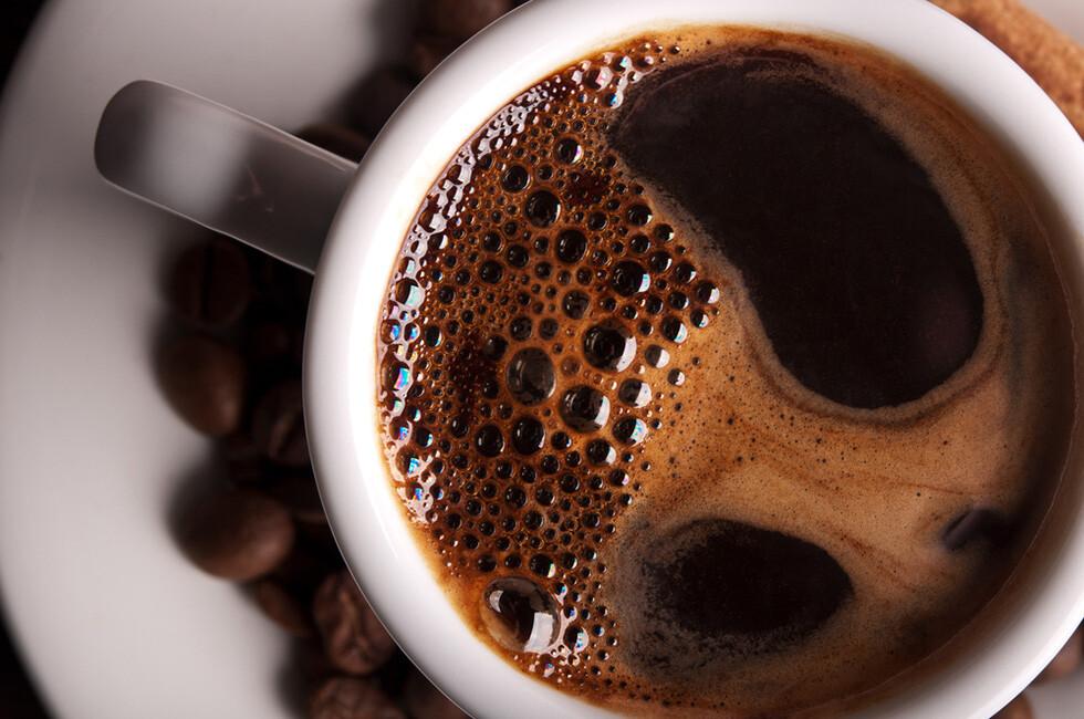 Schwarzer Kaffee gilt als guter Helfer für Intermittierendes Fasten. © Dima Sobko / shutterstock.com