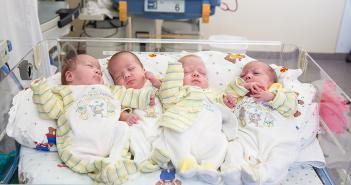 zukünftige Frauenpower: Den Vierlingen Eva, Maria, Sara und Hanna geht es gut. © Uniklinik Freiburg 547A0531