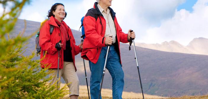 Tipps bei Osteoporose schließen auch das Wandern ein. © Patrizia Tilly / shutterstock.com