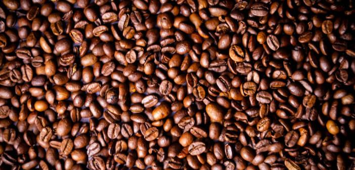 Nicht das Koffein, sondern andere im Kaffee enthaltene Pflanzenstoffe dürften für seinen gesundheitsförderlichen Effekt verantwortlich sein. © artefacti / shutterstock.com