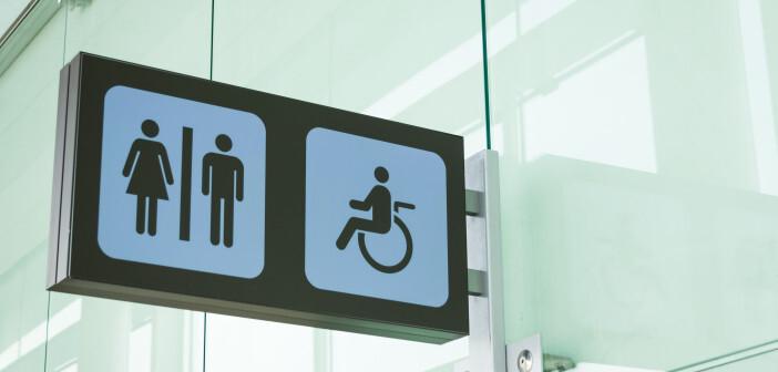 Bildtext: Die Angst vor Infektionsgefahr in öffentlichen Toiletten ist oft unbegründet. © David Pereiras / shutterstock.com