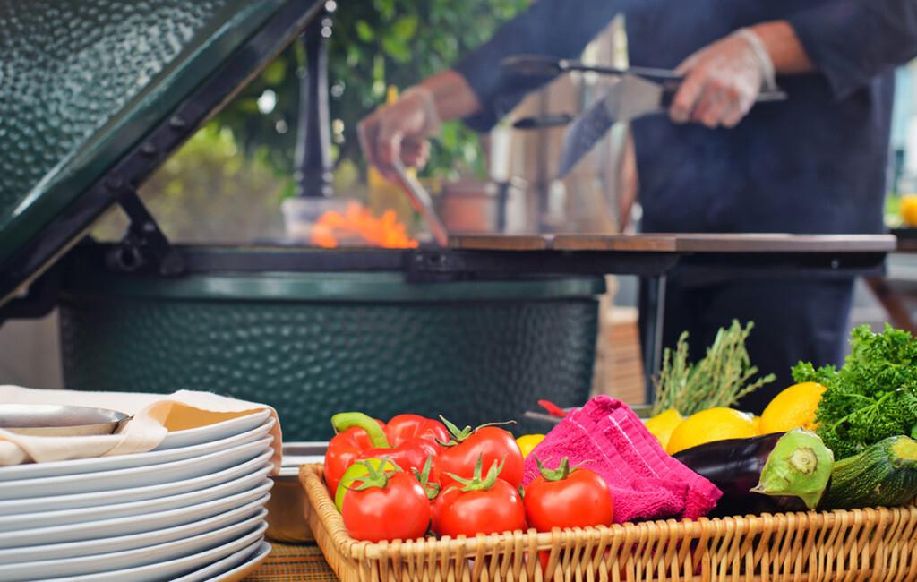 Vorbeugung gegen Bluthochdruck durch eine Ernährung mit Obst, Gemüse, nur fettarmen Milch- und Eiweißprodukten. © Evgeny-Starkov / shutterstock.com