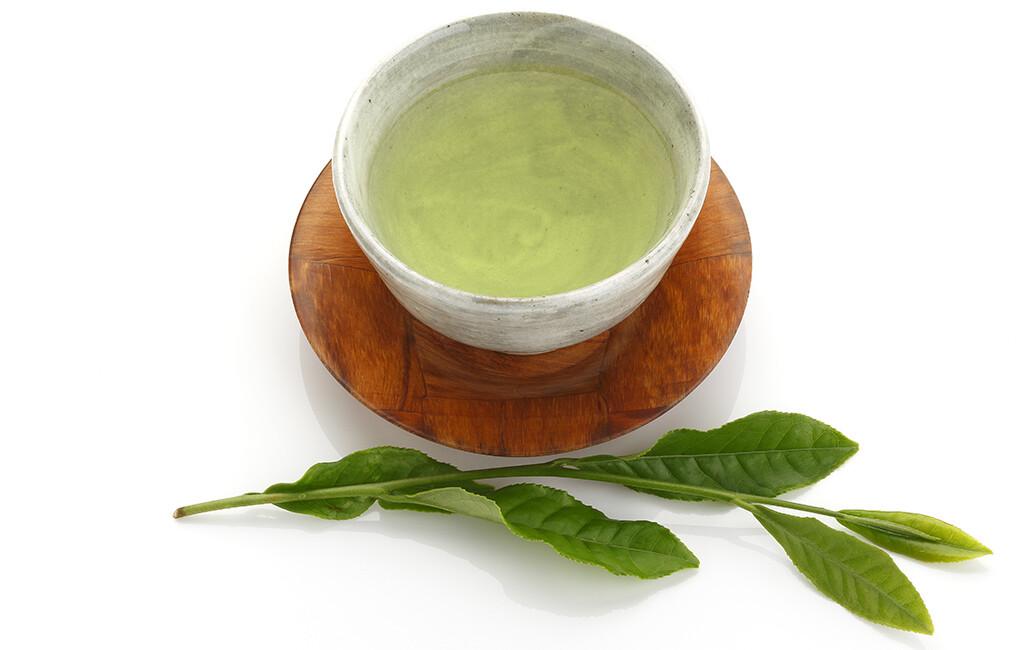 Grüner Tee und Bewegung verbesserten kognitive Leistung. © sumire8 / shutterstock.com