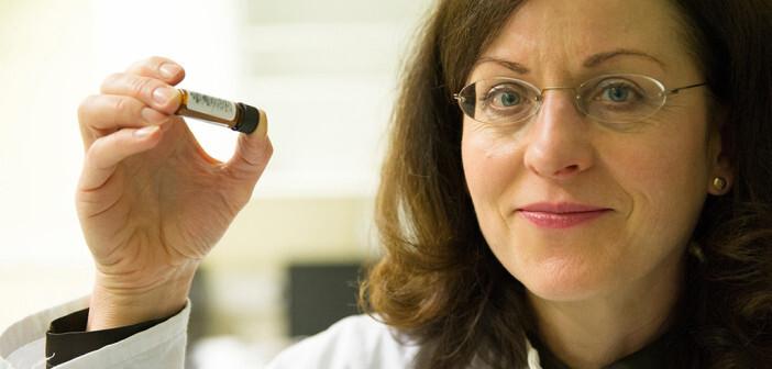 Prof. Dr. Christa E. Müller von der Universität Bonn testete mit ihrem Team synthetische Substanzen gegen Stress. © Barbara Frommann / Uni Bonn