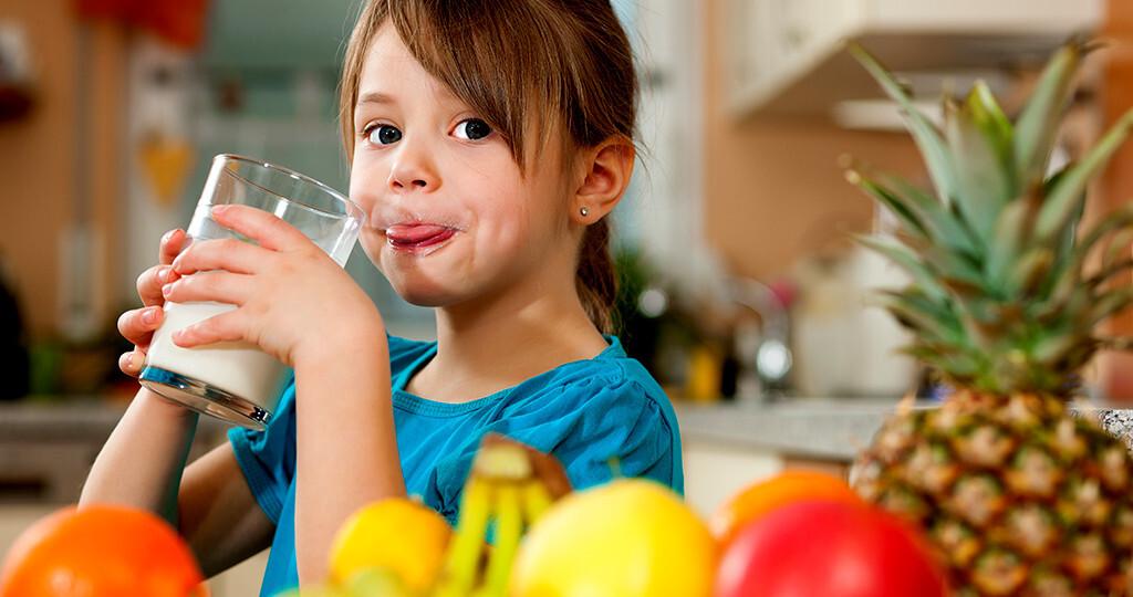 Neuen Untersuchungen zufolge, könnten ansprechendere Verpackung gesunde Lebensmittel unter Kindern beliebter machen. © Kzenon / shutterstock.com