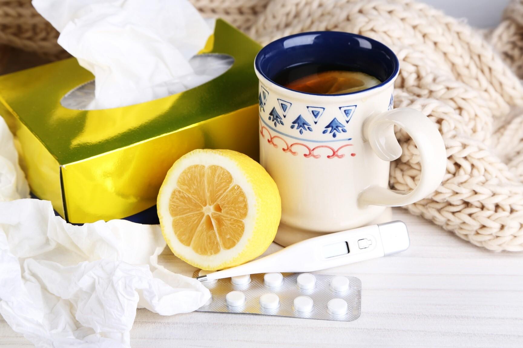 Zahlreiche rezeptfreie aber auch rezeptpflichtige Arzneimittel bieten Hilfe gegen Erkältung. © Africa Studio / shutterstock.com