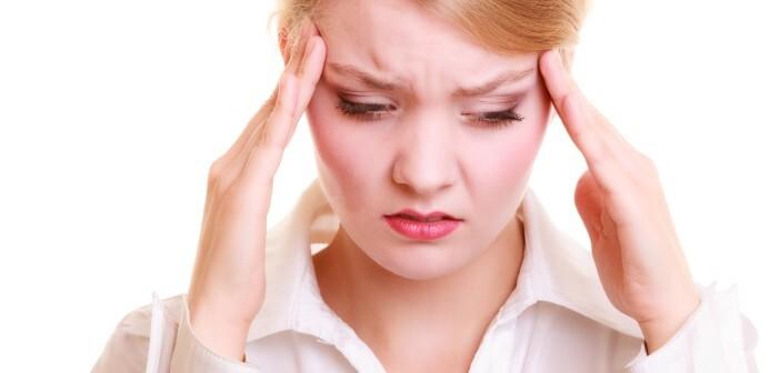 Migräneanfälle sind unangenehm und treten in der Regel sehr abrupt bzw. unerwartet auf. © Voyagerix / shutterstock.com