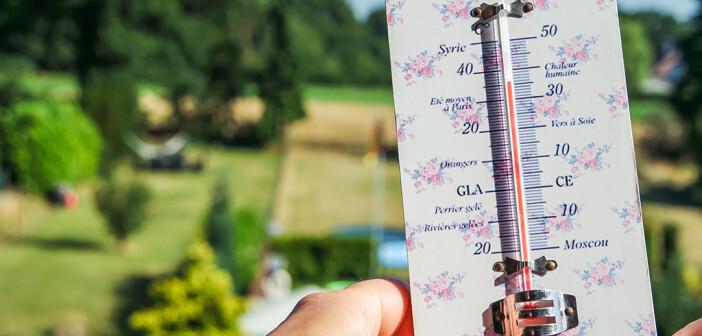 Vorsicht vor Hitzeschlag und Sonnenstich: auf Sonnenschutz mit Kopfbedeckung, Abkühlungsphasen und viel Flüssigkeitszufuhr sollte nicht vergessen werden. © Lukassek / shutterstock.com