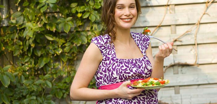 Im Zusammenhang mit Phytopharmaka in Schwangerschaft und Stillzeit ist auch die Ernhrung sehr bedeutend. © Air Images / shutterstock.com