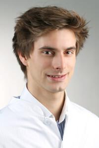 Alexander Hanke, Doktorand in der Klinik und Poliklinik für Unfallchirurgie des UKR, wurde beim GOTS Young Investigator Award mit dem dritten Preis ausgezeichnet. © UKR