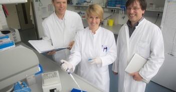 (v.l.n.r.) Prof. Gunther Hartmann, Ann Kristin Bruder, Dr. Martin Schlee © Meike Böschemeyer / Uni Bonn