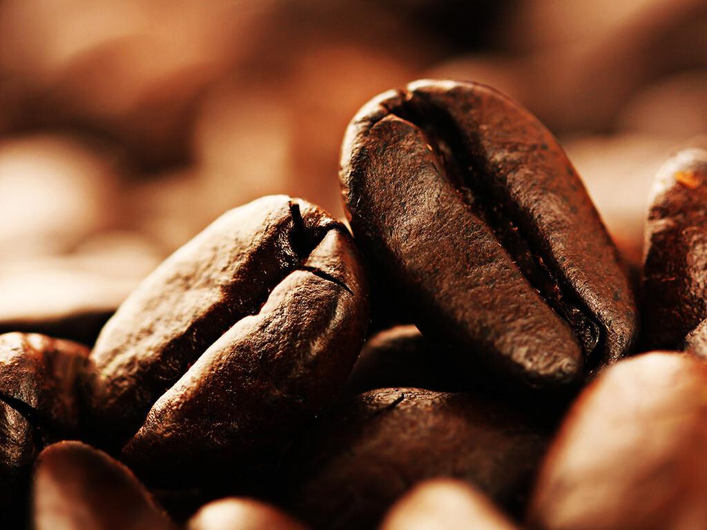 Für das Gehirn und das Gedächtnis scheint Kaffee mit Koffein zur Vorbeugung und auch zur Behandlung gegen Alzheimer geeignet zu sein. © er ryan / shutterstock.com