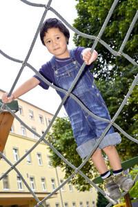 Timur genoss die Sommertage auf dem Spielplatz des Uniklinikums. © Uniklinikum Dresden/Thomas Albrecht