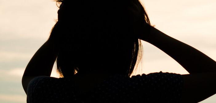 Die Erkrankung an einer posttraumatischen Belastungsstörung durch ein Kriegserlebnis leiden ist sehr unterschiedlich im Vergleich zu einer posttraumatischen Belastungsstörung aufgrund eines Missbrauchs. © TairA / shutterstock.com