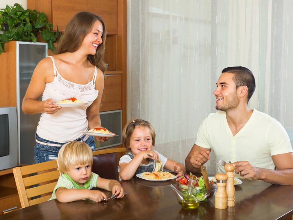 Die Biochemie nach Dr. Schüßler wird gerne zur familiären Gesundheitsvorsorge in der Bevölkerung gelebt und betrieben. © Iakov Filimonov / shutterstock.com