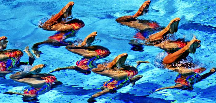 Synchronschwimmen, bei Frauen eine olympische Disziplin, verlangt hohe körperliche Leistungen unter Luftmangel, Rhythmusgefühl und Beweglichkeit. © Paolo Bona / shutterstock.com