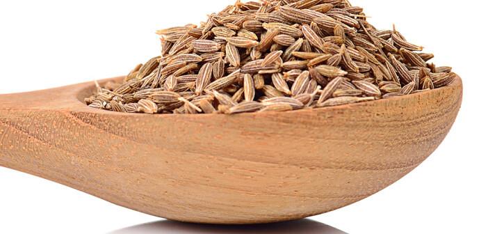 Echter Kümmel enthält sehr viele Balaststoffe (fast ein Drittel seines Gewichts), Omega 3-Fettsäuren (sowieOmega-6) und reichlich Proteine. © MRS.Siwaporn / shutterstock.com