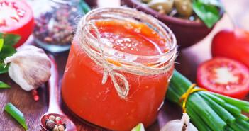 Die Bioverfügbarkeit von Lycopin aus gekochten Tomaten oder Tomatensaucen ist deutlich höher als aus rohen Tomaten. © Gayvoronskaya Yana / shutterstock.com