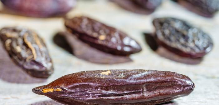 Cumarin wurde erstmals im Jahre 1822 aus Tonkabohnen isoliert, 1868 gelang die erste synthetische Herstellung, worauf es 1876 erstmals vermarktet wurde. © hjochen / shutterstock.com