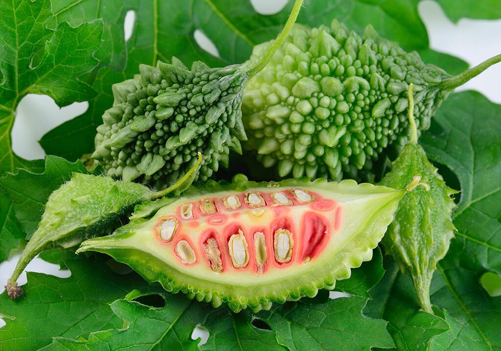 Die additive Anwendung von Bittermelone ist zusätzlich zur medikamentösen Therapie, zu richtiger Ernährung und Bewegung bei Typ-II-Diabetikern immer unter ärztlicher Aufsicht durchzuführen. © MRS.Siwaporn / shutterstock.com