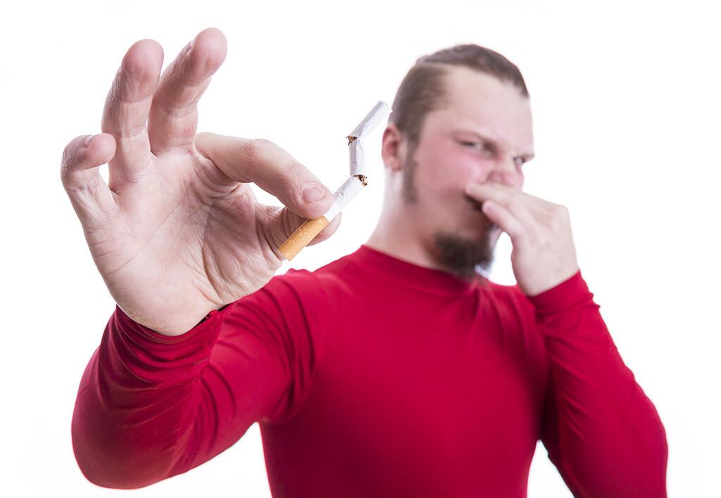 Etwa ein Drittel der Raucher versuchen jährlich einen Rauchstopp. © aleg baranau / shutterstock.com