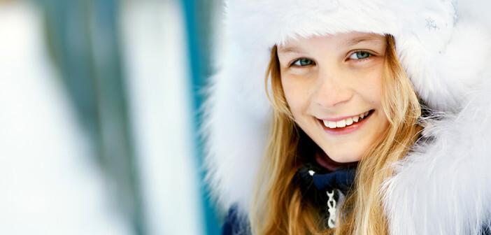 Mit den richtigen Maßnahmen hat man allen Grund zum Lachen, denn dadurch kann man trockene Haut im Winter vermeiden. © Evgeny Bakharev / shutterstock.com