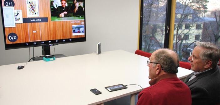 Brelomate: Senioren beim Test der Online-Kommunikation mit dem interaktiven Fernsehen. © FH St. Pölten / Mark Hammer