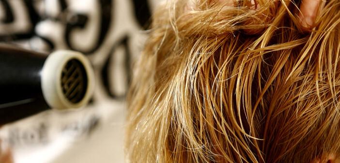 Haarverlust bei Frauen kann vielfache Ursachen aufweisen. © Nebojsa Markovic / shutterstock.com