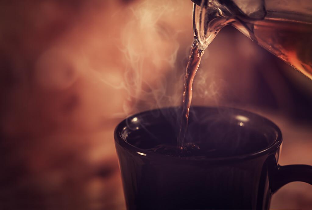 Heiße Getränk brachte als Erkältungsmittel in einer aktuellen Studie sofortige und anhaltende Linderung bei Schnupfensymptomen wie Husten, Niesen, Halsschmerzen, Frösteln und Müdigkeit. © Jane Magenta / shutterstock.com