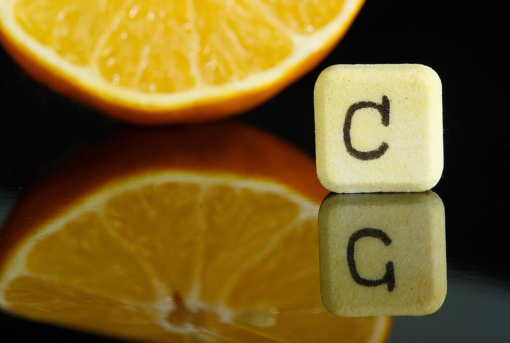 Keine größere Studie zeigte, dass Vitamin C als Erkältungsmittel die Auswirkungen einer Influenza lindern oder auch vor einer Erkältung schützen könnte. © Geza Farkas / shutterstock.com