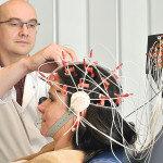 Eine Elektroenzephalografie (EEG) gehört zum diagnostischen Spektrum bei der Abklärung von Schädel-Hirn-Trauma. © Volker Daum / Bergmannsheil