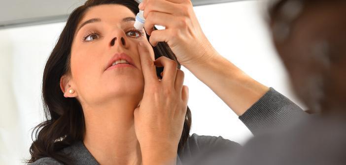 Künstliche Tränen stabilisieren den Tränenfilm und befeuchten das Auge. © ratiopharm