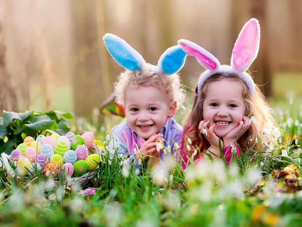 Gegen Kurzsichtigkeit raten Experten den Eltern, ihre Kinder möglichst viel bei Tageslicht draußen spielen zu lassen. © FamVeld / shutterstock.com