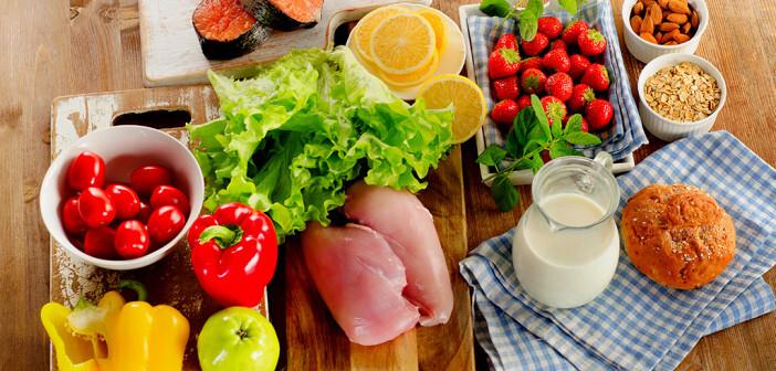 In Fleisch, Fisch, Obst, Gemüse, Getreide- und Milchprodukten sind Aminosäuren in den darin vorkommenden Proteinen enthalten. © bitt24 / shutterstock.com