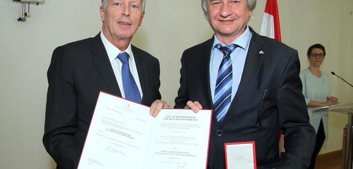 Univ.-Prof. Dr. Josef Smolle und BM Dr. Reinhold Mitterlehner Bild: Wilibald Haslinger