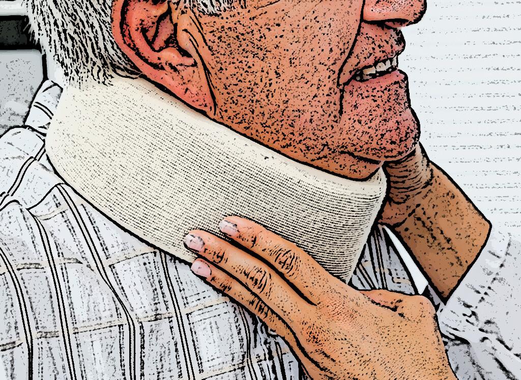 Besonders in der Nacht, wenn die Bewegungen des Kopfes nicht kontrolliert werden, bringt eine Halskrause meist große Vorteile. © wavebreakmedia / shutterstock.com
