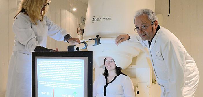Musiktherapie bei Tinnitus: Prof. Dr. Christo Pantev bei einer Messung im Institut für Biomagnetismus und Biosignalanalyse in Münster. © UKM