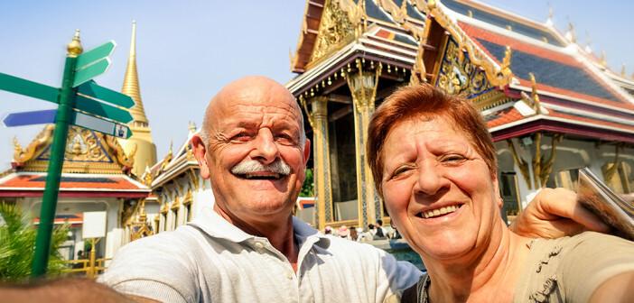 Damit Senioren auf ReisenGrund zum Lachen haben, ist die Reisevorbereitung wichtig. © View Apart / shutterstock.com