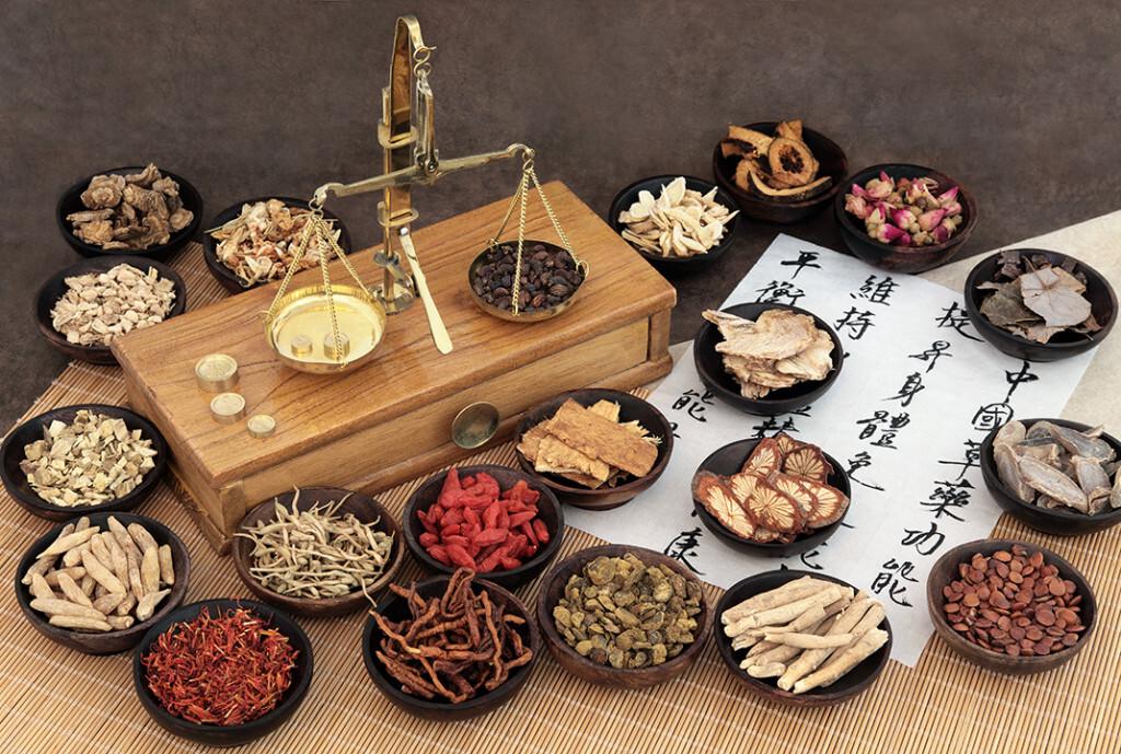 Chinesische Heilkräuter und ihre zahlreichen Wirkungen werden auch bei uns immer beliebter. © marilyn barbone / shutterstock.com