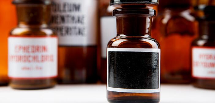 Auch chemische Substanzen können zu Verätzungen und Vergiftungen führen. © Sensay / shutterstock.com
