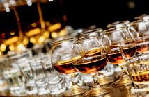 Alkohol kann Darmkrebs und akute sowie chronische Entzündungen der Bauchspeicheldrüse verursachen. Das häufigste Problem stellen jedoch Leberschäden dar. © Maxsol / shutterstock.com
