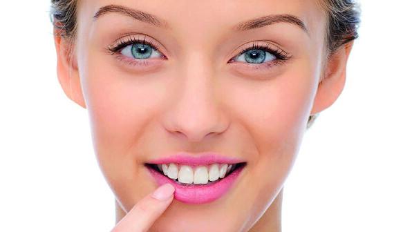Der innovative Lippenbalsam weicht mit seiner speziellen Aufbereitung ganz bewusst vom festgeschriebenen pharmakologischen Arzneibuch ab und kommt ohne künstliche chemische Zusatzstoffe aus.