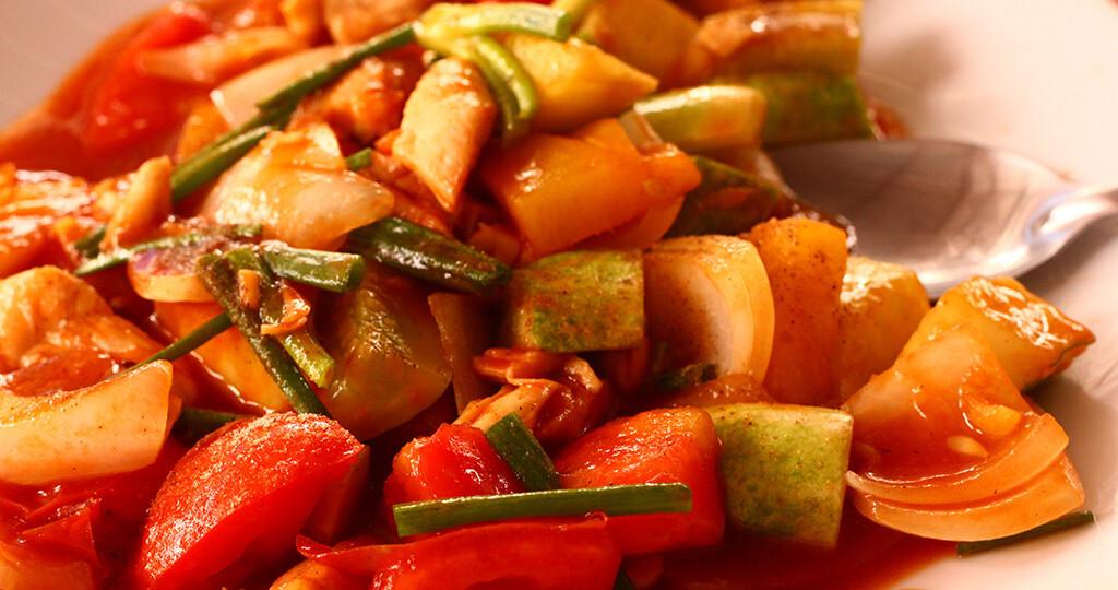 Ratatouille ist ein hervorragende Vertreter für die Kraft der Farben am Speiseplan. © Lapina / shutterstock.com