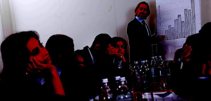 Personen unter Schlafmangel nutzen die Ratschläge stärker als ausgeruhte Personen, unabhängig von der Kompetenz des Beraters. © Andrey Popov / shutterstock.com