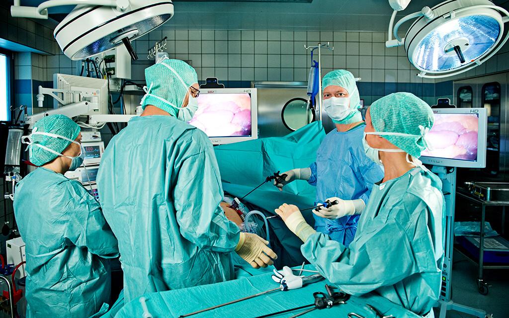 Adipositas-Chirurgie mit anschließender Gewichtsreduktion kann dazu führen, dass die Medikamente gegen den Diabetes reduziert und gegebenenfalls auch abgesetzt werden kann. © Krankenhaus der Barmherzigen Schwestern Wien