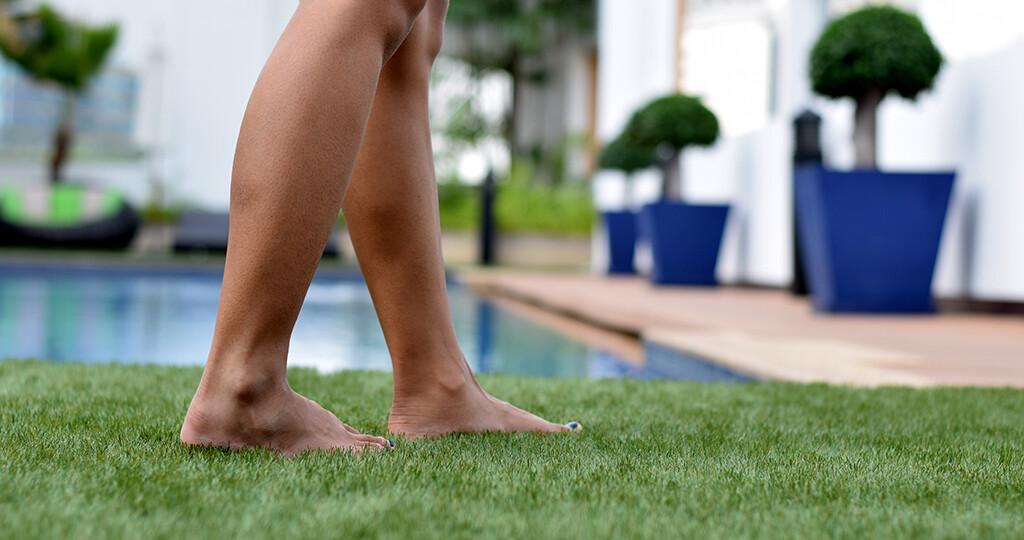 Bakterien und Pilze sowie Parasiten fühlen sich am Teich, im Badesee oder Schwimmbad sehr wohl. © Contributor / shutterstock.com