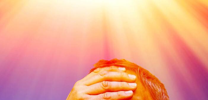 Sonnenstich und Hitzeschlag können als Schattenseiten der Sonnenbestrahlung bezeichnet werden. © Juergen Faelchle / shutterstock.com