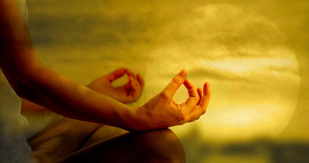Zen-Meditation – Zazen –soll Körper und Geist zur Ruhe bringen und für mystische Erfahrungen empfänglich machen. © TheaDesign / shutterstock.com